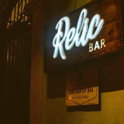 Bar Relic está escondido dentro del Hostal Luna's Castle