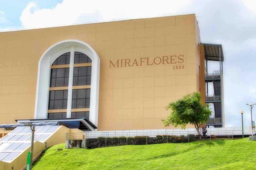 Miraflores Locks at the Panama Canal | PANAMAEXPATINFO.COM