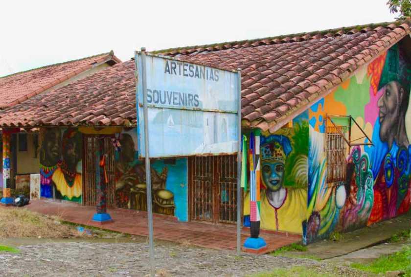 Street art in Portobelo, Panamá | PANAMAEXPATINFO.COM
