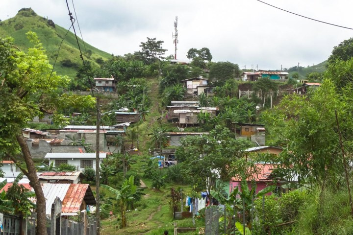 In the neighborhoods of Kuna Nega, La Paz, and San Francisco, almost all of the area's 10,000-25,000 Panamanians live in poverty, most without access to reliable water and sewage systems.