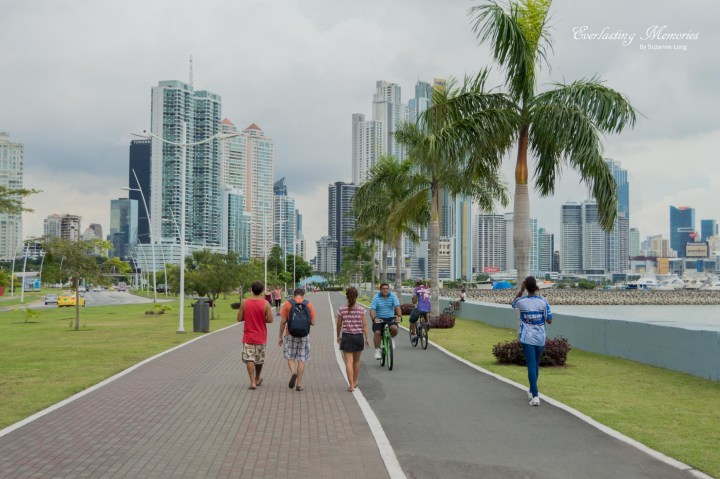 People walk and bike along Cinta Costera.