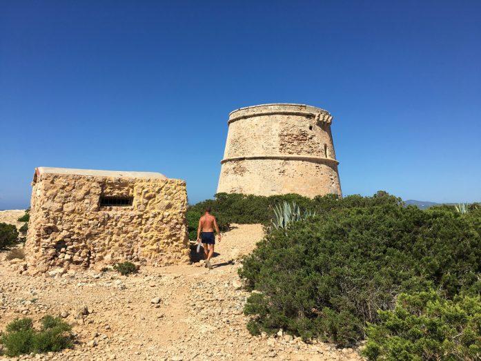 estate a Ibiza Baleari torre difensiva