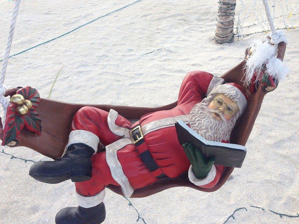 78.santa-claus-beachjpg