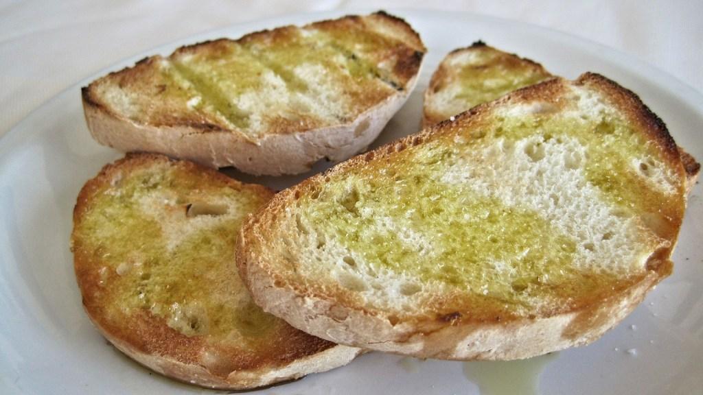 pan-con-aceite-de-oliva-una-de-las-mejores-opciones-para-el-desayuno-1920