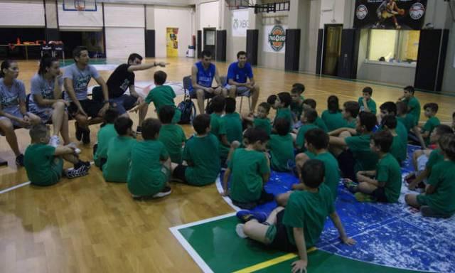 Ο Λούντζης και ο Παπαδάκης στο Summer Camp της PAO BC Academy (Pic) | panathinaikos24.gr