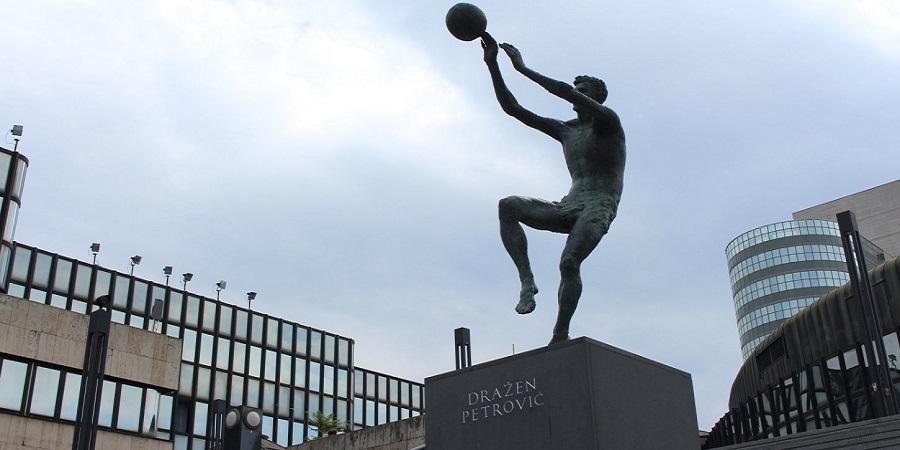 Στο άγαλμα του Ντράζεν ο Παναθηναϊκός (pic)   panathinaikos24.gr