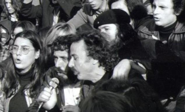 Σπάνιες φωτό από την 1η επέτειο του Πολυτεχνείου: Οι φοιτητές επέστρεψαν για να τραγουδήσουν   panathinaikos24.gr