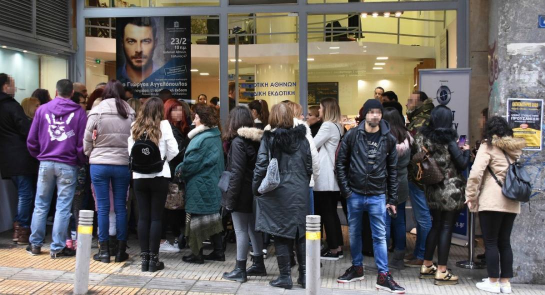 Μεγάλες στιγμές για τη συγγραφική κοινότητα: Ουρές μέσα στο κρύο για το βιβλίο του Ντάνου (pics) | panathinaikos24.gr
