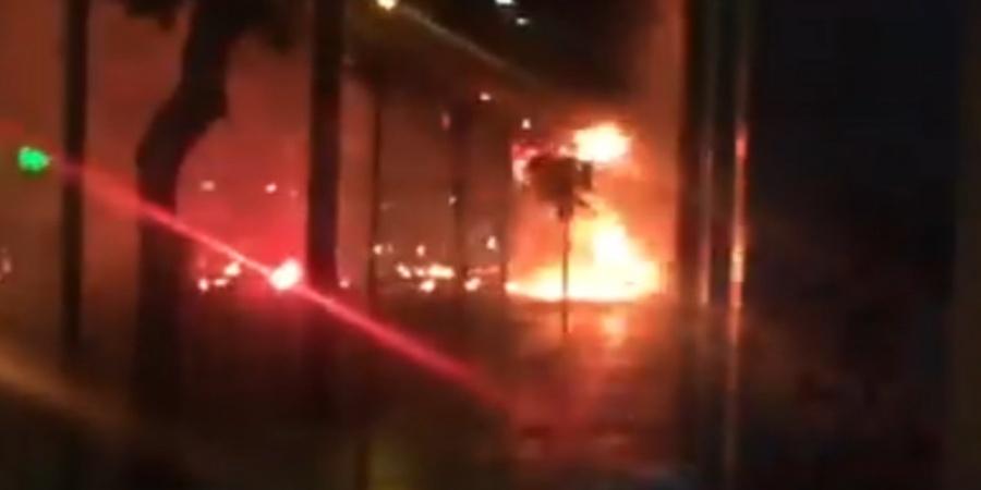 Το βίντεο της φρίκης: Χούλιγκανς κάνουν επίθεση και μαχαιρώνουν 22χρονη   panathinaikos24.gr