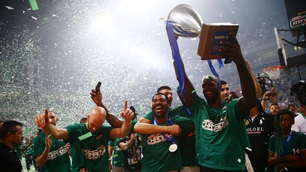 Δική του κι αυτή η κούπα: Αποθέωση στο ΟΑΚΑ για τους πρωταθλητές! (pics) | panathinaikos24.gr