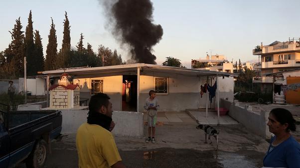 Ο απόλυτος χαμός: Ένταση και φωτιές στον οικισμό Ρομά στη Λάρισα – Δεν έγινε η μεταφορά των κρουσμάτων! | panathinaikos24.gr