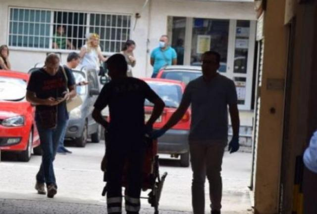 Βίντεο – σοκ: Η επίθεση με τσεκούρι στην εφορία Κοζάνης | panathinaikos24.gr