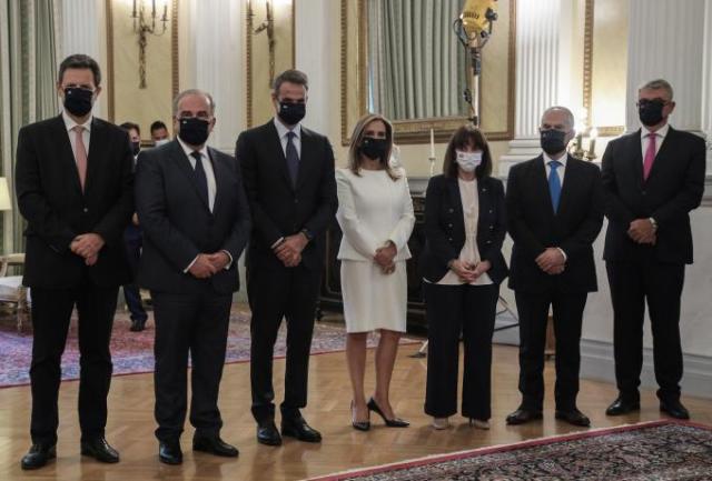 Η viral εμφάνιση υφυπουργού στην ορκωμοσία των νέων μελών της κυβέρνησης (pic) | panathinaikos24.gr