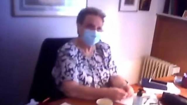 """Παρέμβαση Ρουβίκωνα στο ιατρείο της Γιαμαρέλλου στο Κολωνάκι: """"Είστε γιατρός και λέτε ότι δεν κολλάει ο ιός με τη θεία κοινωνία;"""" (vid)   panathinaikos24.gr"""