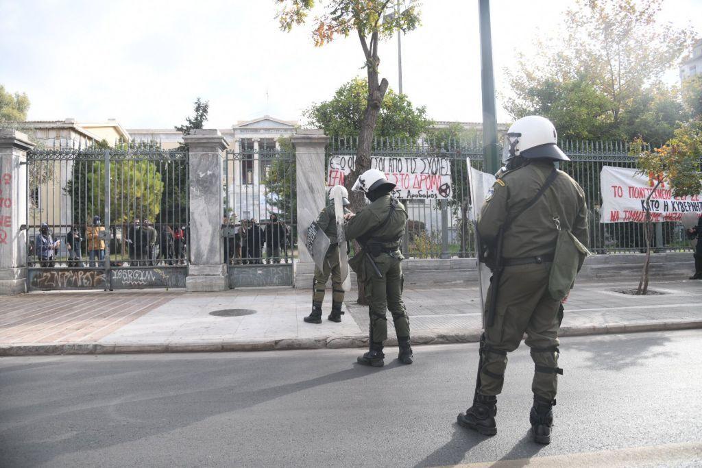 Πολυτεχνείο : ΜΑΤ περικύκλωσαν το κτίριο – 40 άτομα συγκεντρωμένα στο προαύλιο   panathinaikos24.gr