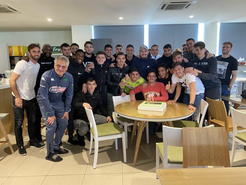 """Παναθηναϊκός: """"Σύλλογος Μεγάλος"""" στο Κορωπί με τούρτα για τα γενέθλια (vid)   panathinaikos24.gr"""