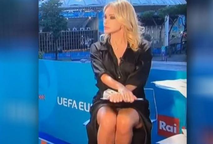 Χωρίς λόγια: Η παρουσιάστρια του Euro άφησε άφωνους όλους τους ποδοσφαιρόφιλους! (vid)   panathinaikos24.gr