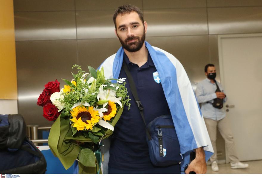 Αποθεωτική υποδοχή για τον Ιακωβίδη στο «Ελ. Βενιζέλος» (Pics) | panathinaikos24.gr