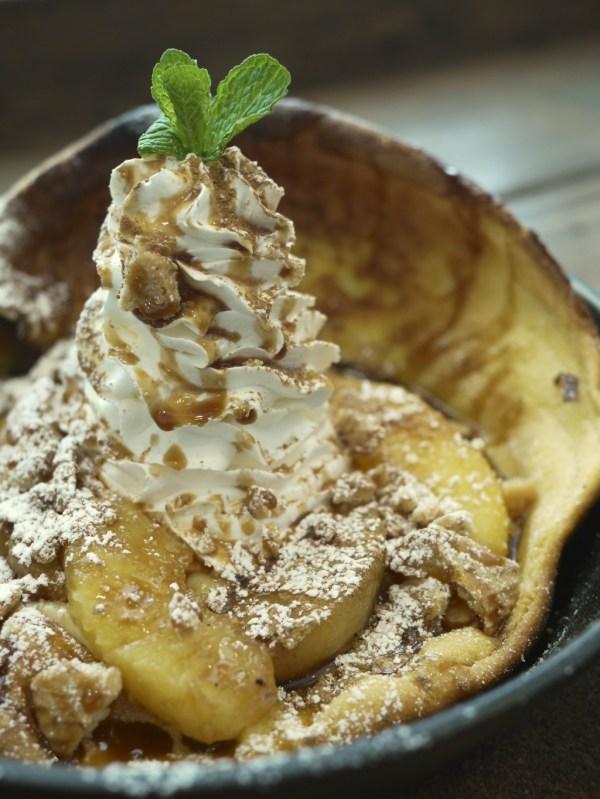 キャラメルアップルシナモンのダッチベイビーのホイップクリーム