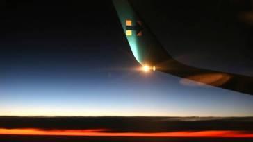 Tres pilotos que sobre volaban la zona de Irlanda, avistaron luces que hacían trayectos a gran velocidad. La situación preocupó a la torre de control.