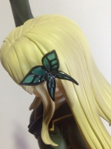 I love the detail on her butterfly hairpiece~