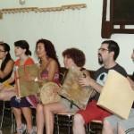 Los alumnos haciendo uso del pandero