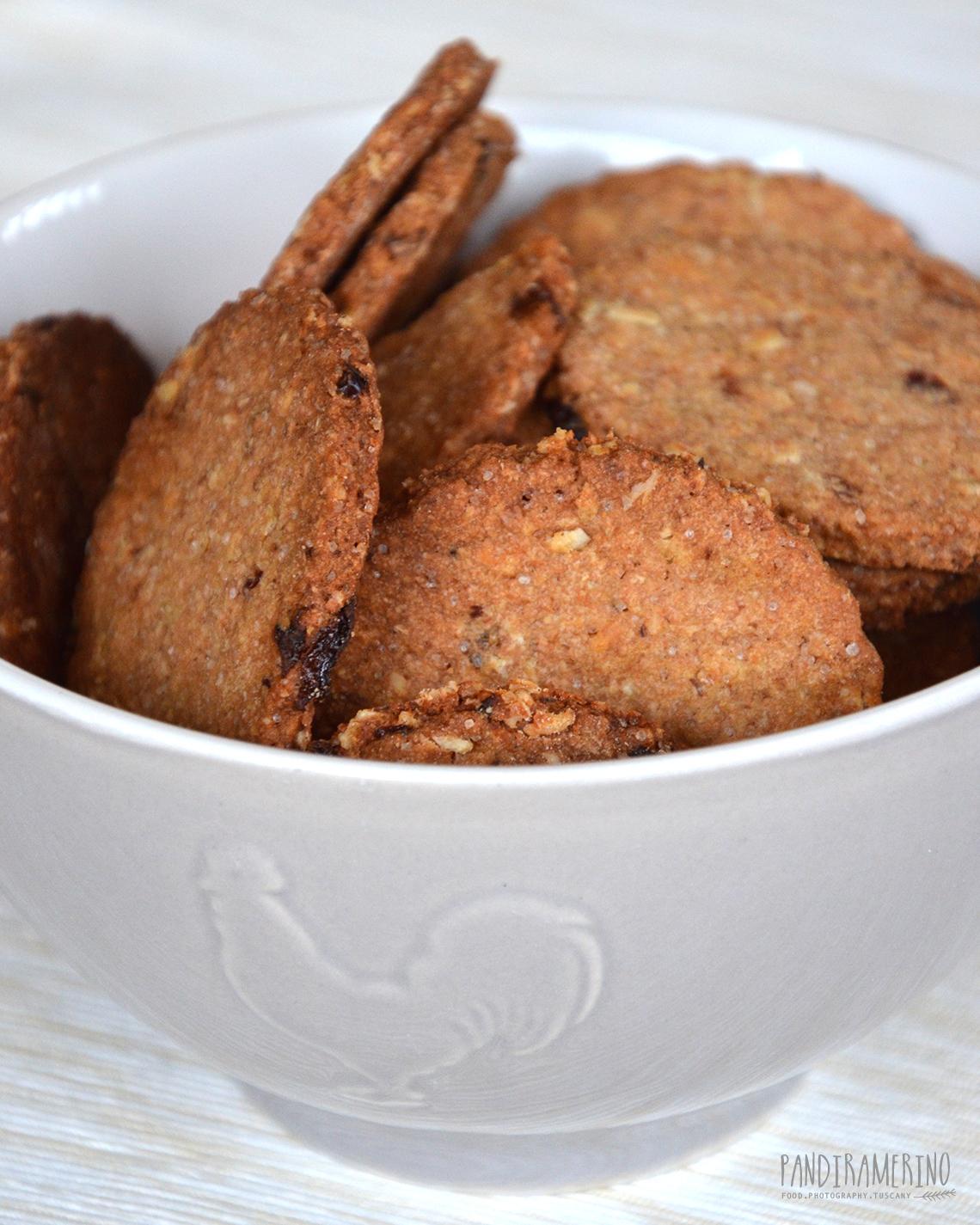 Biscotti integrali con uvetta senza lievito