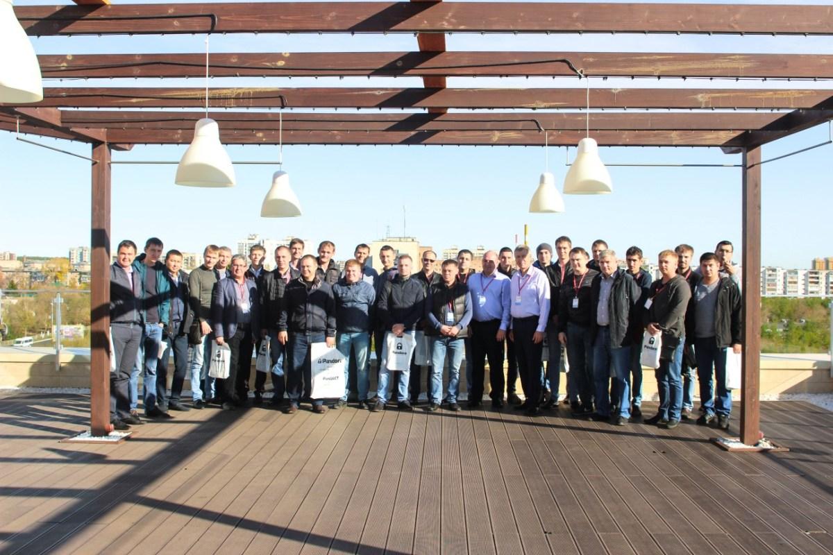 Участники конференции Pandora на террасе кафе «О2»