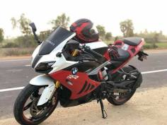 TVS-Apache-RR-310-with-BMW-S-1000-RR-livery-front-angle
