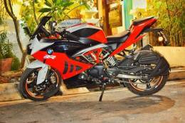 TVS-Apache-RR-310-with-BMW-S-1000-RR-livery-left-side