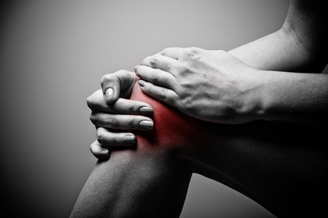 knee pain - shutterstock_92175247