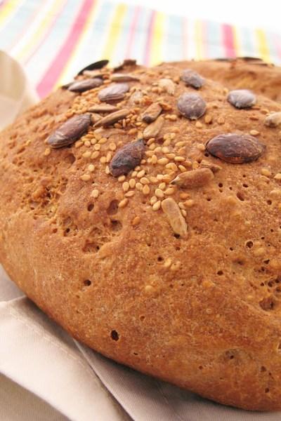 Pane integrale senza glutine con semi e grano saraceno