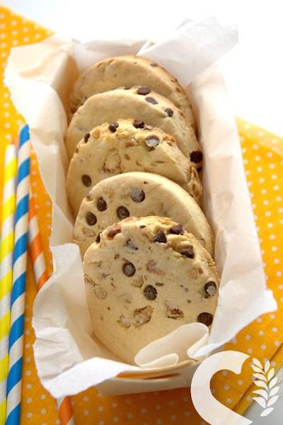 Biscottoni di frolla senzaglutine con noci e cioccolato