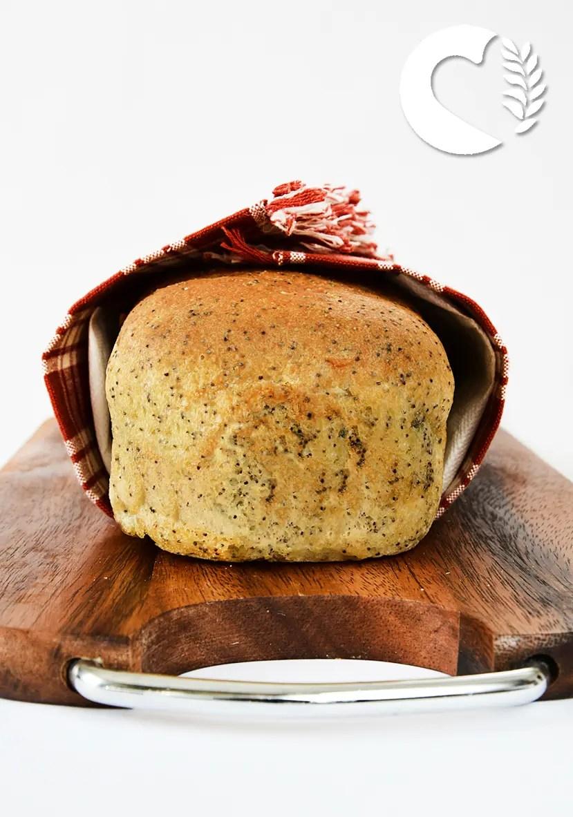 Pane in cassetta con semi di papavero senza glutine