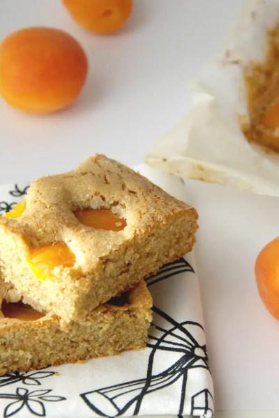 Torta soffice al grano saraceno e albicocca