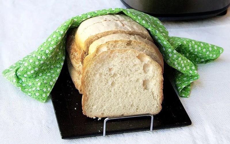 Pane in cassetta alle patate con macchina del pane