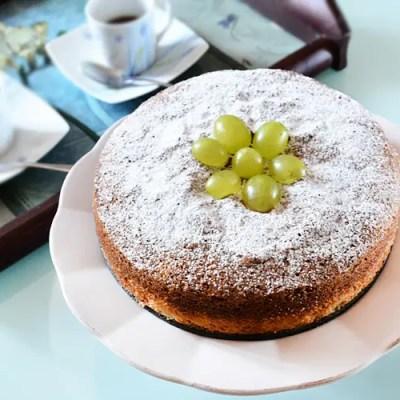 Torta soffice all'uva, senza glutine e senza lattosio
