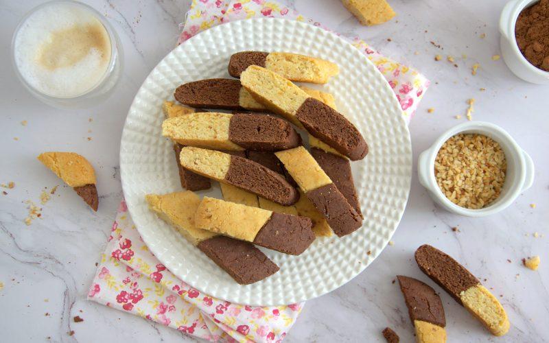 Biscotti bicolore vegani e senza glutine