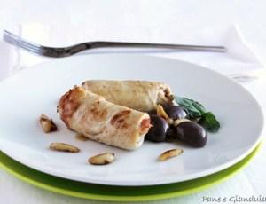 Involtini di pollo con olive e mandorle