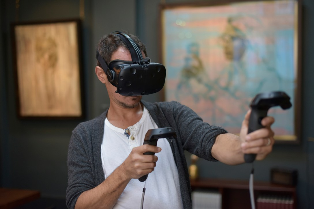 'artist' Jonathan Yeo 'sculpting' a '3d' model while in 'VR' using 'google' tilt brush