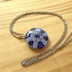No.1-2 ガラスのネックレス(ブルー) … ¥2,100 (大きさ:約2.3cm チェーン:約50cm)