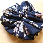 No.5 桜あそびシュシュ(ブラック) … ¥500