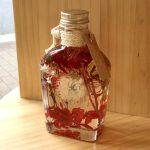 No.97 ウィスキースキットル(赤) … ¥1,800 (200ml)(シルバーデージー・かすみ草・紫陽花・ゴールデンボタン)