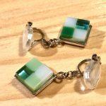 No.11-1 四角いガラスのイヤリング … ¥2,000 (大きさ:2cm)(ガラス・サージカルステンレス)