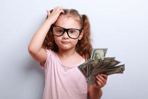 how-should-young-person-invest-their-money-91085192