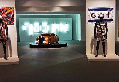 Великая борьба с пошлостью, диктатом моды и неумеренным потреблением в стенах Хайфского художественного музея