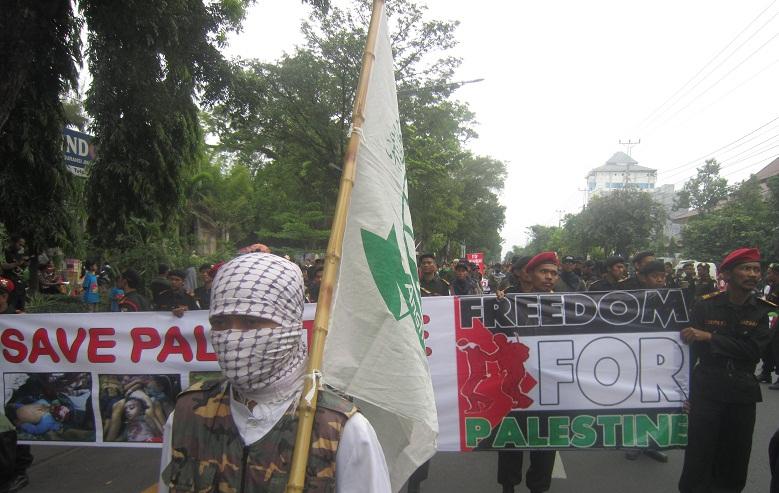 aksi peduli gaza palestina di solo 2