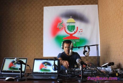 Bang Onim Siaran Radio Suara Palestina Berbahasa Indonesia 2