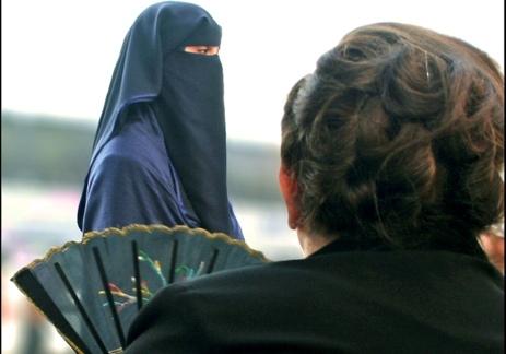 https://i2.wp.com/panjimas.com/wp-content/uploads/2014/11/Wanita-Barat-Muslimah.jpg