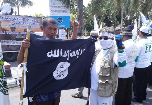 FPI Klaten Membawa Bendera Daulah